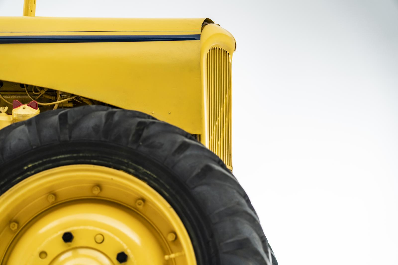 Tractor Tipo J